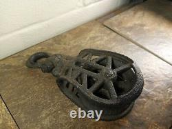 Antique Old Cast Iron All Iron Pulley Farm Barn Ornate Primitive Pulley