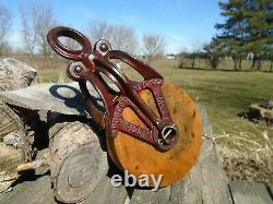 Antique Vintage Cast Iron And Wood Barn Pulley Farm Tool Rustic Primitive