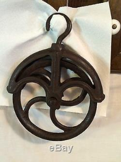 Antique Vintage Primitive Cast Iron Industrial Barn Well Pulley