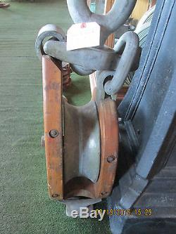 Big Giant wood cheek snatch block tackle pulley hoist rope