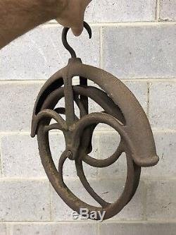Early Antique metal Cast Iron Well Pulley Farm Barn